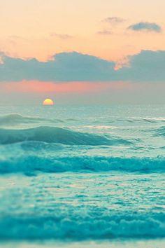 Pastel Sunset over the Ocean. What beautiful waves! No Wave, Ocean Sunset, Ocean Waves, Pastel Sunset, Beach Sunrise, Summer Sunset, Sunset Colors, Ocean Deep, The Ocean