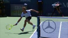 Lors du 3e tour de l'US Open de tennis 2015, Richard Gasquet a marqué un superbe point contre le l'Australien Bernard Tomic en contournant le filet. On notera aussi le beau geste de Tomic qui a été fairplay et a applaudi la performance du Français. Richard Gasquet a remporté le match (6-4, 6-3, 6-1).