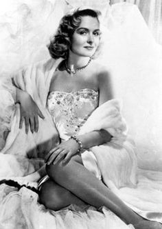 Donna Reed born as Donna Belle Mullenger. American film and television actress. Old Hollywood Stars, Old Hollywood Glamour, Golden Age Of Hollywood, Vintage Hollywood, Classic Hollywood, Classic Actresses, Female Actresses, Hollywood Actresses, Actors & Actresses