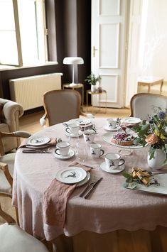Wer würde nicht auch gerne sein Kaffeekränzchen hier verbringen? #handgefertigt #handmade #pottery #tableware #deko #interior #inspo #madeinaustria #craftmanship Table Settings, Design, Handmade, Homes, Place Settings, Tablescapes