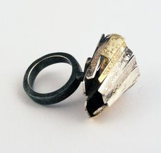 Galleria Gioielli Contemporanei creati a Pisa, Italia, da Susanna Baldacci, laboratorio Verneegon Via Cavour 33 - Anelli argento oro perle brillanti ebano