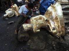 Bronze casting in Mandalay by Jaroslav Poncar