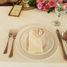 Köszönet ajándék a dekoráció stílusához illeszkedik, és az asztal dísze. Table Decorations, Home Decor, Decoration Home, Room Decor, Home Interior Design, Dinner Table Decorations, Home Decoration, Interior Design