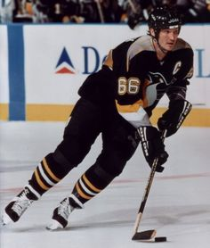 Today in 1988, Mario Lemieux wins NHL scoring title, stopping Gretzky's 7 year streak.
