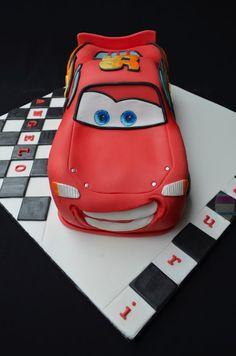 Evde çocuklarınız için Şimşek Mcqueen araba yaş pasta yapmaya ne dersiniz. Doğum günleri için çok güzel bir sürpriz olacaktır. Hemde sizin ellerinizden çık