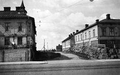 Turuntie 72, 74 (= Mannerheimintie 100-102). Väylä talojen...