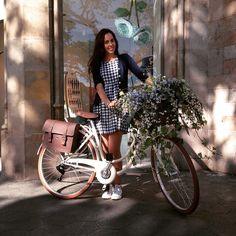Así de floral fue parte de la acción que realizamos con @swatch en varias ciudades de  #spring #swatch #presentaciones2015 #bike #bicycle #flowers #barcelona #mondolirondo #watches #mondolirondoluxurybrands