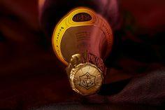 Champagne Veuve Clicquot - Particolare dell'incarto Tap Shoes, Dance Shoes, Veuve Clicquot, Kraken, Gin, Champagne, Beverages, Fotografia, Dancing Shoes