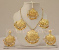 Gold Plated Necklace Earrings set with matching Tikka Pearl Necklace Designs, Jewelry Design Earrings, Gold Earrings Designs, Pendant Jewelry, Jewellery Designs, Ring Earrings, Gold Pendant, Necklace Set, Gold Necklace