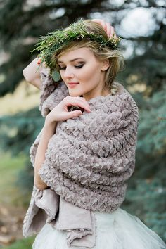 Christmas Bridal Shoot with a Clydesdale Horse by Kimbry Studios - via Magnolia Rouge (Model: Jayde Holman) Bridal Photography, Wedding Photography Inspiration, Wedding Inspiration, Bridal Photoshoot, Bridal Shoot, Horse Wedding, Wedding Girl, Bridal Pictures, Wedding Prints