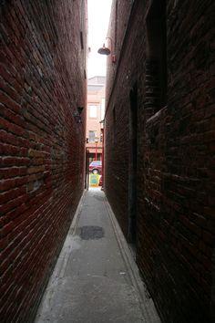 Fan Tan Alley, Victoria, BC - Canada's narrowest street