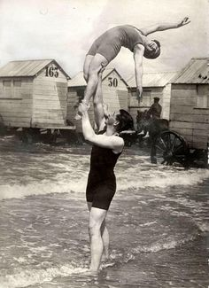 Hold me tight. 1925