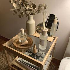 Room Design Bedroom, Room Ideas Bedroom, Bedroom Decor, Bedside Table Decor, Interior Design Plants, Small Room Design, Minimalist Room, Room Planning, Cozy Room