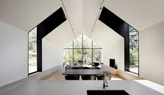Hepburn Springs House by Telha Clarke features glazed gable end Melbourne Architecture, Australian Architecture, Architecture Awards, Architecture Office, Australian Homes, Dezeen Architecture, Residential Architecture, Eames, Contemporary Cabin