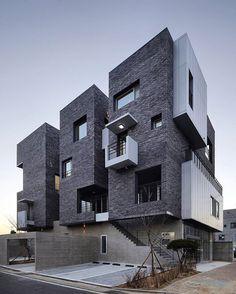 H 1115-7 (2015) by A.E.A _ Atelier Espa:ce Architectes In 1115-7 Hyangchon-dong, Sacheon, Gyeongsangnam-do, Corea del Sur Photo: Kim Yong Kwan #SouthKorea  www.facebook.com/amazingarchitecture✔️ #amazingarchitecture  #architecture  #design  #contemporary  #architecten #nofilter #architect #arquitectura  #iphoneonly #instaarchitecture #love #Architektur  #architecture  #architettura #concept  #interiordesign  #photooftheday  #luxury #luxurious  #アーキテクチャ.  #Ākitekucha  #instatravel #travel…