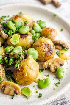 Sałatka na ciepło z ziemniakami, bobem, pieczarkami i limonką - (warzywa, salatki-i-surowki) Potato Salad, Bob, Potatoes, Polish, Ethnic Recipes, Salads, Vitreous Enamel, Bob Cuts, Potato