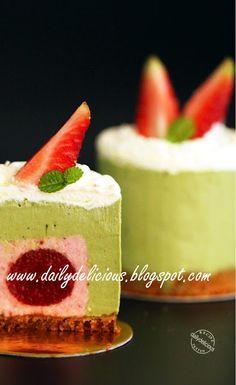 dailydelicious: Demande: Strawberry, Green tea, Mascarpone rare cheese cake