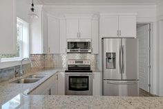 """Traditional Kitchen with Quartz Countertop in White Arabesque, U-shaped, Brick 1x2"""" Metal Mosaic Stainless Steel Tile, Flush"""