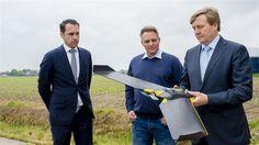 Willem-Alexander heeft donderdag meer geleerd over de toekomst van de voedselvoorziening. Dat deed de koning tijdens een werkbezoek dat hij met staatssecretaris Van Dam van Economische Zaken bracht aan een akkerbouwbedrijf in Eethen. (Lees verder…)