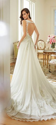 This gorgeous collection of wedding dresses is what I call bridal perfection, every single one of these wedding gowns is better than the next one… seriously! Filled with sophisticated pieces and elegant princess moments, the newest collection from Sophia Tolli is a total must-see. If you are looking for the ultimate blend of femininity and read more...