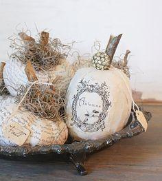 {white pumpkins} very cute Halloween ideas! Feliz Halloween, Holidays Halloween, Halloween Crafts, Costume Halloween, Halloween Clothes, Witch Costumes, Halloween Stuff, Vintage Halloween, Halloween Makeup