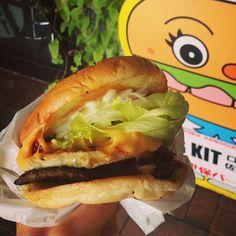 Delicious burgers at the Log Kit! Sasebo Japan, Delicious Burgers, Good Burger, Travel Memories, Japanese Food, Travel Destinations, Bucket, Spaces, Explore