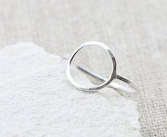 Bague cercle karma est fait à la main à l'aide d'un fil d'argent sterling délicat avec une lumière martelé texture, un design minimaliste et un joli complément à ajouter à votre collection de bijoux. Confortable pour porter tous les jours. A chuté pour une finition brillante fabuleuse.  ♥ Largeur de bande du fil - 1 mm ♥ Diamètre du cercle - 12 mm  ♥ Joliment emballé dans une boîte-cadeau rempli coton éco-kraft recyclé. ♥ Prêt à être expédié sous 3 jours ouvrables.  ♥ Aussi disponible est…