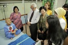 "President Tony Tan of Singapore and his wife at an Indonesian hospital. (Photo courtesy of Singapore International Foundation) from #Jakarta Globe article, ""#Singapore and #Indonesia Unite to Help Sick Children"""