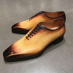 The latest men's fashion including the best basics, classics, stylish eveningwear and casual street style looks. Der Gentleman, Gentleman Shoes, Hot Shoes, Men S Shoes, Formal Shoes, Casual Shoes, Fashion Shoes, Mens Fashion, Latex Fashion