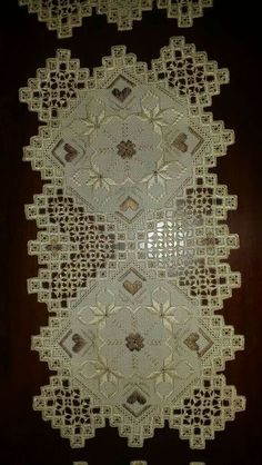 Isobel Pearson's media content and analytics Hardanger Embroidery, Ribbon Embroidery, Embroidery Stitches, Embroidery Designs, Lace Bracelet, Lace Necklace, Shuttle Tatting Patterns, Shoulder Jewelry, Needle Tatting