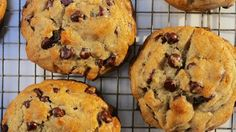 The Best Chocolate Chip Cookies Ever Recipe - Cookie & Bar Recipes - Perfect Chocolate Chip Cookie Recipe, Chocolate Chip Recipes, Cookie Dough Recipes, Holiday Cookie Recipes, Babka Recipe, Chocolate Babka, Choco Chips, Cookie Bars, Delicious Desserts