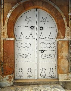 Sidi Bou Said, Tunisia    Behold, the rare Albino Door of Sidi Bou Said!