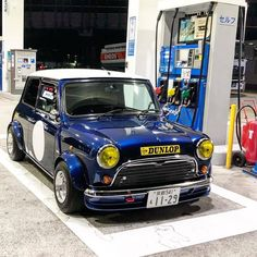 Classic Minis Reinvented – Which one would you choose? Mini Cooper Classic, Classic Mini, Retro Cars, Vintage Cars, My Dream Car, Dream Cars, Fifth Gear, Gas Monkey Garage, Mini S
