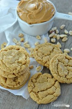 Peanut Butter Cookies are the best cookies ever! The peanut butter really shines in these soft and chewy cookies. This recipe is so easy anybody can make them and they will stay soft for days. Potluck Desserts, Dessert Recipes, Best Cookie Recipes, My Recipes, Best Cookies Ever, Cookie Brownie Bars, Homemade Cookies, Biscuits, How To Make Cookies