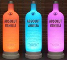 ~ Bodacious Flaschen ~ Dieses Angebot gilt für ein Absolut Vanille Farbwechsel Lampe. 3 Flaschen-Foto zeigt 3 von 16 verschiedenen Farben. Sie können die Farbe auswählen, die im Moment Ihrer Stimmung passt! Diese Lampe ist 14 Zoll groß, und die 1 Liter-Flasche. ENTHALTEN ist eine Infrarot-Fernbedienung ein-und ausschalten die Lampe und Farben, Übergänge und Helligkeitsstufen anpassen kann. Es gibt 4 Übergang Effekte-Flash, Strobe, Fade und glatt. Sie haben Zugriff auf 16 Farben (einschlie...