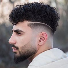Hairstyles For Teenage Guys, Haircuts For Curly Hair, Curly Hair Tips, Curly Hair Men, Curly Hair Styles, Skin Fade Hairstyle, Quiff Hairstyles, Fade Haircut, Trending Boys Haircuts