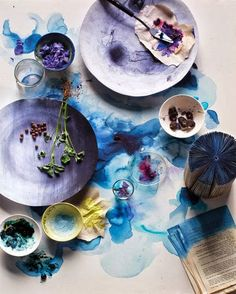 Art-work: The taste of Petrol and Porcelain   Interior design, Vintage Sets and Unique Pieces www.petrolandporcelain.comBleu indigo et Tie and Dye
