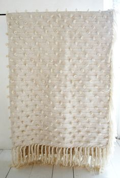 Mexican Thick Knotted Wool Blanket (Off White) 2.5mx1.8m NEW! - Table Tonic