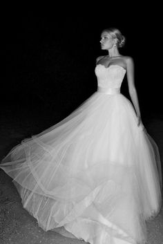 If I had the option to ever wear another wedding gown (like renewing your vows... I'm never getting divorced), I would so love to wear a dress like this!