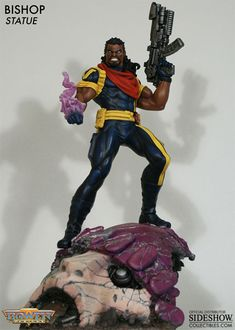Sideshow Collectibles - Bishop Polystone Statue