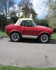 Mustang... improved version of a smart car!! Jajaja