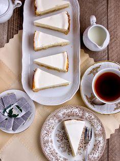 Rebarborový tvarohový cheesecake Nigella Lawson, Cheesecake, Great Recipes, Dairy, Tableware, Sweet, Food, Candy, Dinnerware