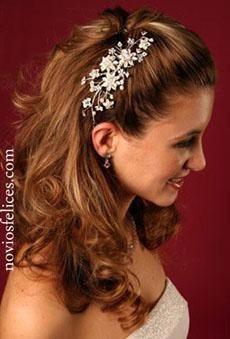 Modernos Peinados Semirecogidos con Peinetas para Novias para el 2013