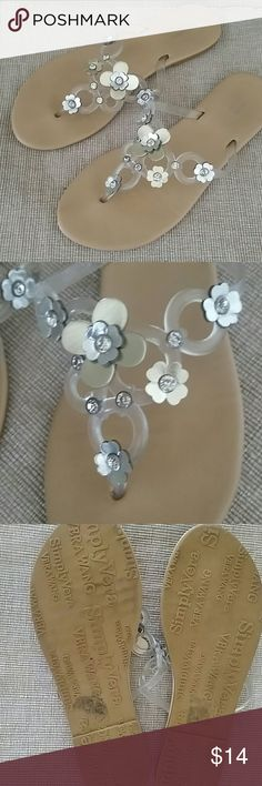 Simply Vera Wang flip flops clear silver 9 Simply Vera Vera Wang thongs, clear, silver, flower detail, preowned, size 9, tag is missing, Simply Vera Vera Wang Shoes Sandals