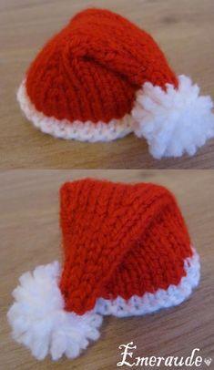 modele tricot gratuit noel Knitted Christmas Stockings, Crochet Christmas Ornaments, Christmas Crochet Patterns, Christmas Knitting, Crochet Diy, Crochet Hats, Knitting Patterns Free, Free Knitting, Knitting For Charity