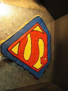 Superman Cupcake Cake | Cupcake Pull Apart Cakes Lancaster | Oregon Dairy Bake Shoppe