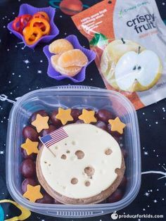 Out of this World Space Bento Box - Blast off! This bento box is definitely out of this world! Whether your kids have a love of space or are just learning about it in school, it'll be all smiles when they open this lunch. Bento Box Lunch For Kids, Kids Packed Lunch, Lunch Box, Kid Lunches, Lunchbox Ideas, Bento Kids, School Lunches, Easy Toddler Snacks, Toddler Meals