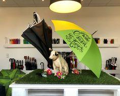 Waldi ist ganz schön traurig, da der FARE-Werksverkauf im Moment weiterhin geschlossen bleiben muss. Für alle Doglovers da draußen ist dafür der neue DoggyBrella mit tollem Hundepfotendesign und Kotbeuteln im abnehmbaren Griff das Musthave des Jahres! Wir wünschen Frohe Ostern und ein tolles, langes Wochenende! Moment, Long Weekend, Umbrellas, Happy Easter, Sad, Nice Asses
