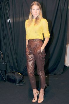 Model and literary heiress Dree Hemingway consistently shows a knack for stepping out in simple, but intriguing, outfits that inspire street style photogs and urbanite chicsters alike. The combination of buttery soft, tobacco-hued leather trousers and a yellow sweater at Ermanno Scervino's Milan show was no exception. The play of tough and soft, bright and dark, captured our eyes and is primed for inspiring a slew of autumnal ensembles. Dree Hemingway, Perfect Fall Outfit, Leather Trousers, Ermanno Scervino, Yellow Sweater, Looks Cool, Leather Fashion, Couture Fashion, Autumn Winter Fashion