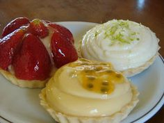 Recheio Mania: FAÇA & VENDA - Tortinhas Mini Desserts, Just Desserts, Delicious Desserts, Dessert Recipes, Yummy Food, Mini Tartlets, Sweet Pie, Creative Food, Puddings